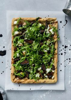 Caramelized Onion, Fig & Goat Cheese Pizza with Arugula