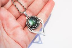 Handmade Labradorite pendant, sterling silver, green blue pendant, crown setting, 14mm gemstone, gallery wire setting, green blue flash - pinned by pin4etsy.com
