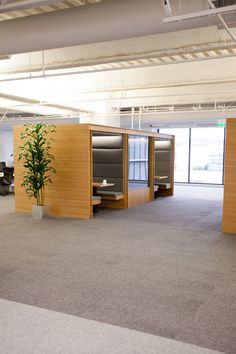 Tour Square's Tricked-Out Office+#refinery29