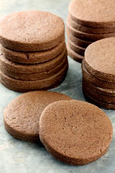 Cookie recipes 470626229792916711 - Nutella Sugar Cookies from The Stay At Home Chef. Nutella lovers rejoice over this chocolate hazelnut version of the classic soft sugar cookie. Complete with a video tutorial to walk you through it. Source by manonjoey Cookie Desserts, Just Desserts, Cookie Recipes, Delicious Desserts, Dessert Recipes, Yummy Food, Cookie Cups, Cookie Flavors, Chewy Sugar Cookies