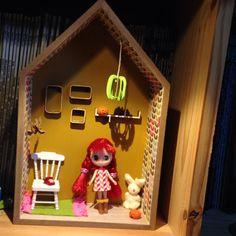 Dolls House miniatura scala 1:12th Lounge Unità Display in legno bianco con 3 cassetti