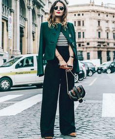 Chaqueta/ Jacket: Salvatore Ferragamo Camiseta/ Top: Sandro Paris, HERE Pantalones/ Trousers: Salvatore Ferragamo Bolso/ Bag: Salvato. Look Street Style, Street Chic, Casual Fall Outfits, Winter Outfits, Work Outfits, 2014 Fashion Trends, Milan Fashion, Fashion Bloggers, Fashion Addict
