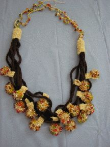Suede and multi-bead crochet necklace... Free pattern!