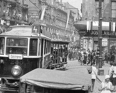 Tramvaj s otevřeným vlečným vozem na rohu Spálené a Lazarské ulice (1926)