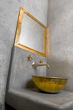 Tadelakt with maroccan bath items