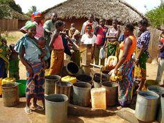 Water gathering - Angoche, Nampula