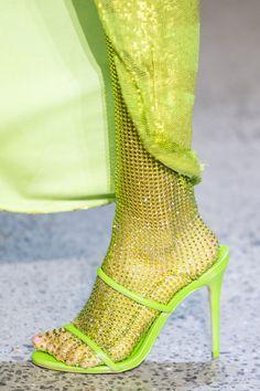 Christian Cowan at New York Fashion Week Fall 2020 - Details Runway Photos Vogue Fashion Week, Fashion 2020, New York Fashion, Runway Fashion, Fashion Shoes, Fashion Outfits, Womens Fashion, Daily Fashion, Fashion Details