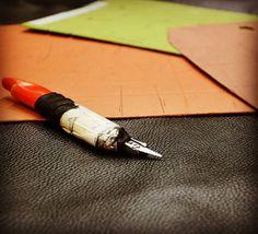 La #pelle che da materia prima diventa accessorio alla moda. Questo fa l'#artigianato... Trasforma Crea!   #pelletteria #vintage #vintagefashion #fashion #moda #style #instafashion #instamood #instavintage #vintagestyle #instagood #instacool #details #irpinia #madeinitaly #cuoio #leather #leathergoods #leathercraft #accessories #musthave   by altieripelletteria #tailrs