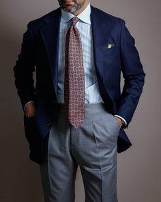 Mature Mens Fashion, Suit Fashion, Groomsmen Colours, Men Closet, Classic Suit, Suit And Tie, Cool Street Fashion, Gentleman Style, Preppy Style