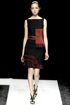 936119243f3 FALL 2011 COUTURE Maxime Simoëns The red color block is similar to a  tablion (large suare decoration of contrasting color)