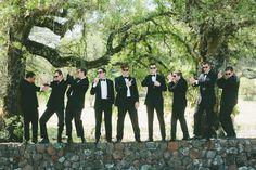 Groomsmen   goofing around - Photography: onelove photography