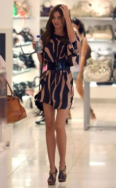 Miranda Kerr Fashion Style- I love this outfit! Love Fashion, Fashion Outfits, Womens Fashion, Trendy Outfits, Miranda Kerr Street Style, Miranda Kerr Body, Model Look, Spring Summer Fashion, Dress To Impress