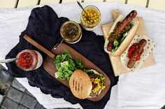 klar for grillings Burger, Good Food, Dairy, Summer Feeling, Cheese, Ethnic Recipes, Crickets, Clean Eating Foods, Eating Well