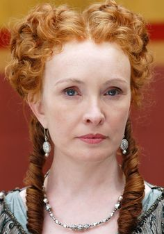 """I've been finding more evidence to this style neckline on a stola. It's like peasant dress gathered into a cord at the neckline. Some have tape, cord, or band like short straps that join back to front. """"Servillia"""" ~ HBO's Rome ~ played by Lindsay Duncan. Ancient Rome, Ancient Greece, Roma Hbo, Renaissance Makeup, Renaissance Hairstyles, Renaissance Jewelry, Rome Costume, Costumes, Rome Tv Series"""