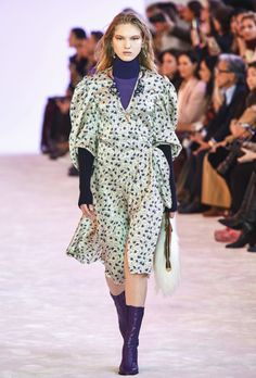 Chloé Fall 2019 Ready-to-Wear Collection - Vogue Fashion Weeks, Fashion Seasons, Vogue Paris, Chloe, Leg Of Mutton Sleeve, Floral Pants, Fall Fashion Trends, Fashion Show Collection, Models