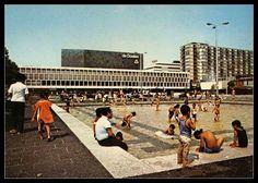 Schouwburgplein, leuker dan het nieuwe! Dit was zo gezellig, dat water met die spelende kinderen!!