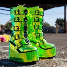 DUNE 👽💚 almost sold out 💚👽 limited pairs left 👽💚 💚👽 Rave Shoes, Goth Shoes, Cute Emo Outfits, Edm Outfits, Sneakers Fashion, Fashion Shoes, Funny Shoes, Gothic Boots, Kawaii Shoes