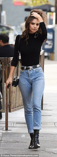Emily Ratajkowski looks chic in high-waisted denim trousers as she steps out in LA Winter Fashion Outfits, Look Fashion, Womens Fashion, Fashion Trends, Jeans Fashion, Trendy Fashion, Winter Outfits 2017, Latest Fashion, Fashion Ideas