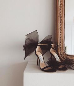 jimmy choo heels and pearls Pretty Shoes, Beautiful Shoes, Cute Shoes, Me Too Shoes, High Heels Boots, Shoe Boots, Shoes Heels, Gladiator Shoes, Pumps