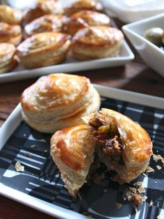 My absolute weakness :-)  Pastelitos de Carne/Meat pastry. The true pastelitos are very similar to phylo pastry.