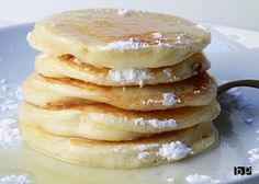 Greek yogurt pancakes--absolutely delicious, don't know if I can eat regular pancakes anymore. The syrup she recommends is now my favorite syrup on everything! Use gf flour Breakfast Desayunos, Breakfast Dishes, Breakfast Recipes, Pancake Recipes, Greek Yogurt Pancakes, Greek Yogurt Recipes, Greek Yoghurt, Brunch, Crepes