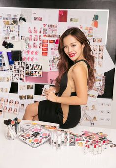 The beautiful Michelle Phan next to her cosmetic line: EM Michelle Phan Michelle Phan, Asian Hair Inspo, Best Makeup Artist, The Beauty Department, Youtube Stars, Luxury Beauty, Beauty Make Up, Face And Body, Creative Business