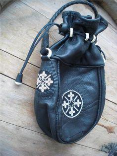 Sami handicraft Leather Jewelry, Leather Craft, Lappland, Shamanism, Leather Pouch, Golf Bags, Handicraft, Woven Fabric, Fiber Art