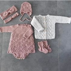 Photo Photo Record of Knitting Wool spinning, weaving and sewing jobs such as BC. Baby Knitting Patterns, Poncho Pattern Sewing, Knitting For Kids, Crochet For Kids, Baby Patterns, Sewing Patterns, Knitted Baby Cardigan, Knitted Baby Clothes, Baby Overall