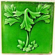 VINTAGE-TILE-GREEN-LEAF-ART-NOUVEAU-EMBOSSED-PORCELAIN-OLD-ENGLISH-COLLECTIBLES