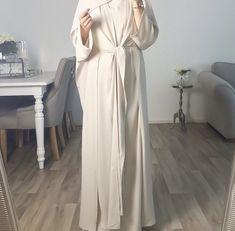 Casual Fashion Show Outfit .Casual Fashion Show Outfit Abaya Fashion, Muslim Fashion, Modest Fashion, Fashion Outfits, Fashion Tips, Hijab Evening Dress, Hijab Dress, Mode Abaya, Mode Hijab