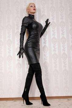 Extralanger High-Heel Velour Overknee Stiefel von MICELI-Made in Italy, 12 cm Absatz, schwarz. Jetzt im Fashion Unlimited Online Shop bestellen.