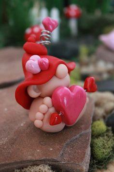 Polímero arcilla Valentine bebé Gnome miniatura por GnomeWoods