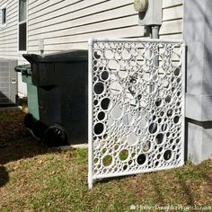 How to Make a DIY PVC Pipe Privacy Screen DIY PVC pipe privacy screen! Is your garbage screaming to have a new screen. DIY a new and beautiful privacy screen with some pvc. Inspiration is everywhere! Backyard Privacy Screen, Privacy Fences, Outdoor Privacy Screens, Privacy Screen Plants, Fencing, Diy Gardening, Pvc Pipe Projects, Pvc Pipe Crafts, Outdoor Projects