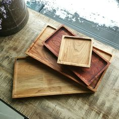 23 Clever DIY Christmas Decoration Ideas By Crafty Panda Wooden Serving Platters, Wooden Plates, Diy Wood Projects, Wood Crafts, Woodworking Projects, Wood Tray, Wood Bowls, Wood Cutting Boards, Wooden Kitchen