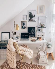 then but stylish with pretty unique writing utensils and interior design ideas! Discovered stylish products for the home office now WestwingNow! 📷: // Interior Decoration INSPO setting Wohnideen Home Study Room Decor, Cute Room Decor, Room Decor Bedroom, Bedroom Office, Teen Bedroom, Dream Bedroom, Diy Bedroom, Bedroom Ideas, Master Bedroom