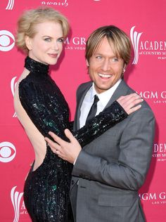 "Nicole Kidman and Keith Urban brought along umbrellas to the rainy London premiere of ""Paddington"" on Sunday night, . Nicole Kidman Husband, Nicole Kidman Family, Celebrity Couples, Celebrity Pictures, Berlin Film Festival, Kissing In The Rain, Famous Couples, Keith Urban, Latest Hairstyles"