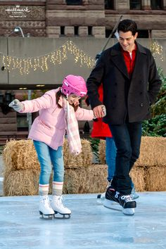"""Christmas Next Door - Chesapeake Shores' Jesse Metcalfe stars as Eric Redford trying to """"make Christmas"""" for his niece and nephew. Hallmark Holiday Movies, Christmas Movies List, Hallmark Holidays, Family Movies, New Movies, Movies To Watch, Chesapeake Shores, Jesse Metcalfe, Christian Movies"""