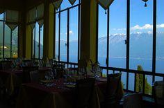 La vetrata dell'Hotel Villa Sostaga si affaccia sul lago di Garda #lagodigarda - hotel 4 stelle - Italia