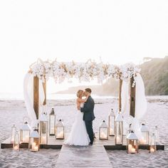 Bloom Box blew us away this year with this fabulous beach wedding setting!! Photo: Brandon Kidd Photography xoxo