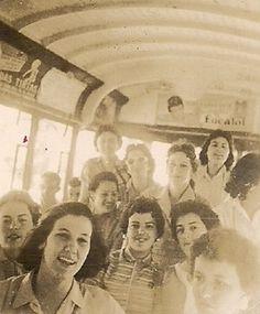 1957 Memória » Arquivo » Formandas da Escola Normal Duque de Caxias em 1957. No Rio de Janeiro: o grupo durante um passeio de bondinho em 1957. Foto: acervo pessoal de Maria Helena Muratore, divulgação