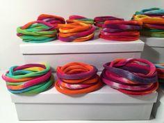Fabric Bracelets, Fabric Necklace, Woven Bracelets, Recycled Bracelets, Diy Bracelets Easy, T Shirt Bracelet, Christmas Child, Recycled T Shirts, Chakra Jewelry