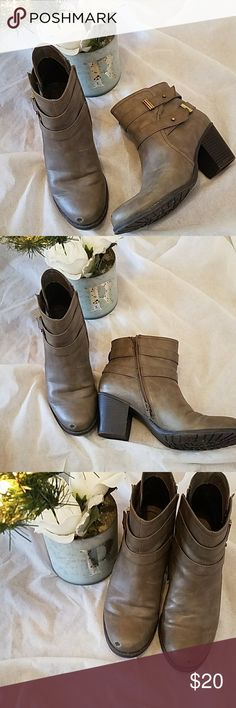 Naturalizer Gray Tipper Booties Size 10.5M Versatile and cute these gray booties by Naturalizer are a must have in your closet. Cute gold accents. Worn a handful if times. Both booties have a scuff mark near the toe. Size 10.5M true to size. Naturalizer Shoes Ankle Boots & Booties