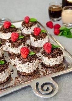 Mini Amarula Cheesecakes — Heart Home Individual Cheesecakes, Mini Cheesecakes, Mini Desserts, Easy Desserts, Dessert Recipes, Christmas Lunch, Christmas Desserts, Christmas Cakes, Christmas Traditions