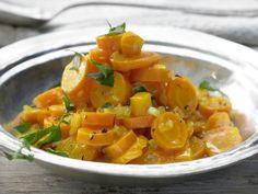 Safranmöhren mit Aprikosen und Orange: Ein Traum in Orange: bissfeste Möhren, gedünstet mit Aprikosen und Orangensaft.