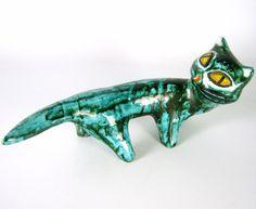 Designer Ceramic Figurine Cat Label iparmuveszeti vallalat Hungary Pottery Cat  Венгерская керамическая фигурка Производитель: неизвестно  Возраст: 50-е - 70-е годы Происхождение: Венгрия Высота: около 11 см Размеры: приблизительно 21 x 9 см