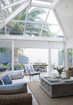 Suivez les conseils du Magazine Westwing pour un intérieur décoré dans un style bord de mer.