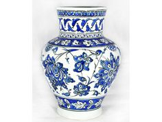 190 - İznik Mavi Beyaz Dönem Vazo Ceramic Decor, Ceramic Vase, Blue Pottery, Blue And White China, Blossom Trees, Islamic Art, Painting Inspiration, Lotus, Living Room Decor