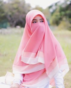 Image may contain: one or more people and outdoor Niqab Fashion, Modern Hijab Fashion, Muslim Fashion, Fashion Outfits, Hijabi Girl, Girl Hijab, Muslim Girls, Muslim Women, Hijab Style Dress