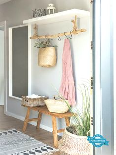 This entryway setting but with a modern vibe – Wohnung – Decoration Decoration Entree, Diy Home Decor, Room Decor, Wall Decor, Farmhouse Kitchen Decor, Rustic Farmhouse, Country Kitchen, Home And Deco, Organizing Your Home