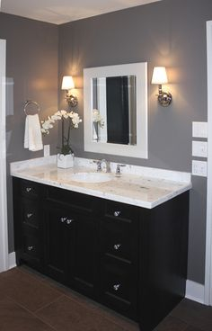 cabinet design Jack And Jill Traditional Bathroom Design, Pictures, Remodel, Decor and Ideas - page 76 Armoire Design, Cabinet Design, Cabinet Ideas, Grey Walls White Trim, Grey Trim, Dark Bathrooms, Bathroom Black, Master Bathroom, 1930s Bathroom